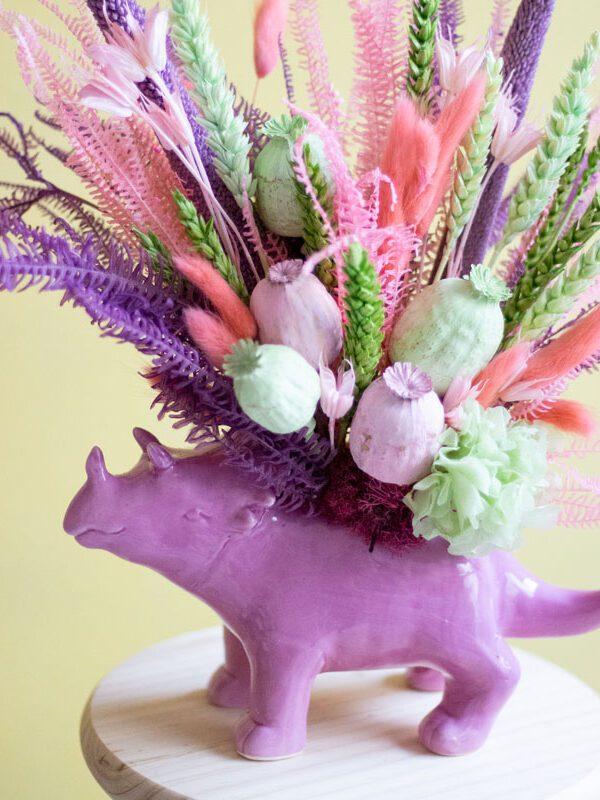 Triceratops, centro de flores secas y preservadas dinosaurio triceratops | Loreak