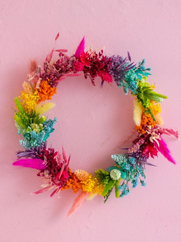 "Corona Pride or die ""Bold"" con flor preservada arcoiris | Loreak"